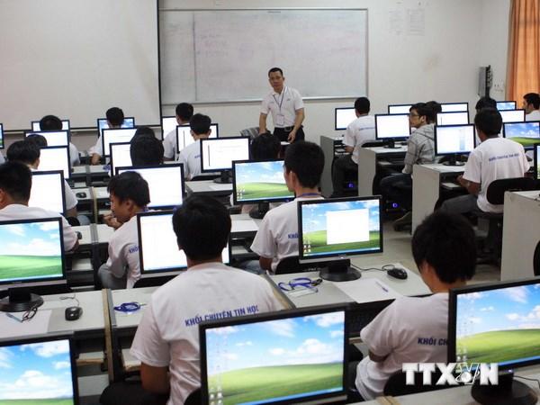 Các thi sinh trước nội dung thi cá nhân khối thi Chuyên Tin học Cuộc thi Olympic Tin học năm 2013. (Ảnh minh họa: Lê Lâm/TTXVN)