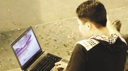 Nhiều người sử dụng máy tính không phân biệt được phần mềm có bản quyền hay không. Ảnh: Ngọc Châu