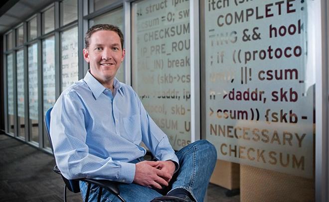 Đảm nhận vị trí Giám đốc điều hành Red Hat, công ty chuyên cung cấp phần mềm doanh nghiệp, một lĩnh vực khác xa với lĩnh vực hàng không mà ông từng làm việc trước đó, nhưng trong vòng 7 năm, Jim Whitehurst đã đưa doanh thu của hãng tăng gấp 4 lần, đạt 2 t