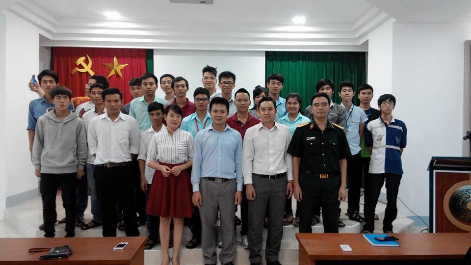 Phó chủ tịch VFOSSA giao lưu với sinh viên Khoa CNTT - ĐH Thông tin Liên Lạc
