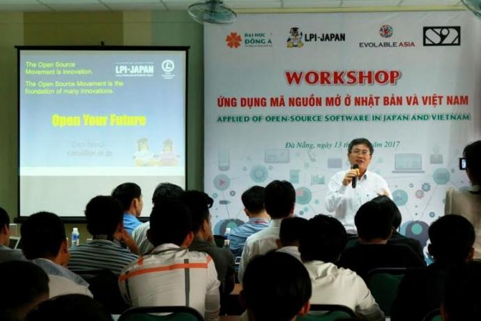 Ông Nguyễn Quang Thanh trình bày tham luận tại hội thảo.