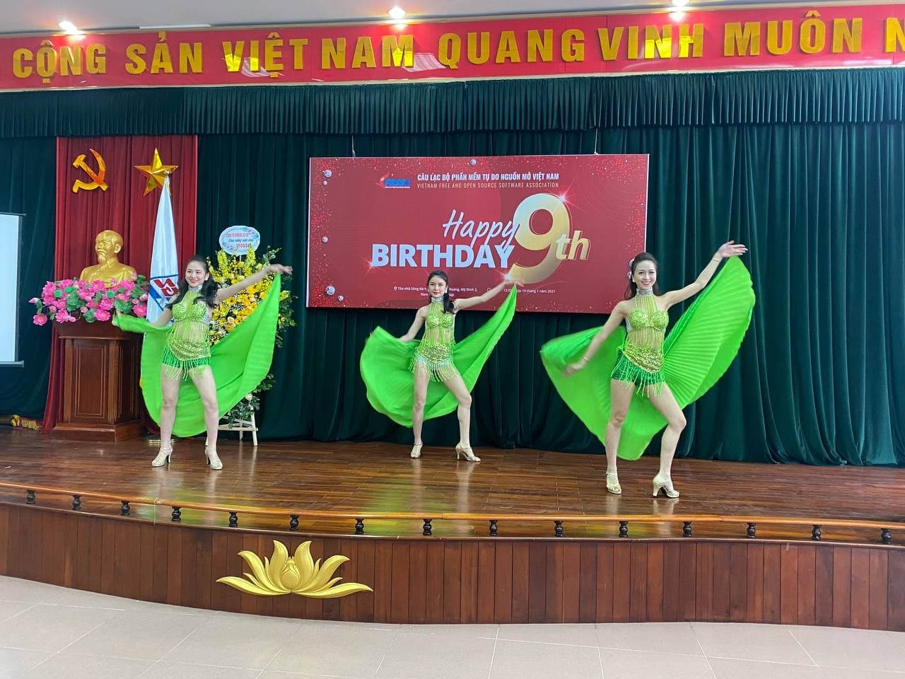 Tiết mục múa chào mừng sinh nhật VFOSSA